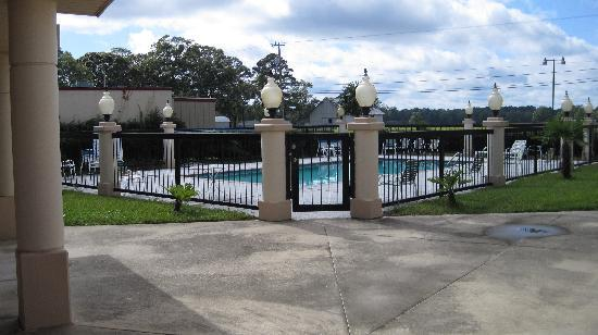 Oakwood Inn: pool