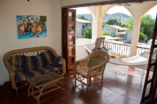 La Terraza Guest House: Our floor common lounge/TV area (top floor)