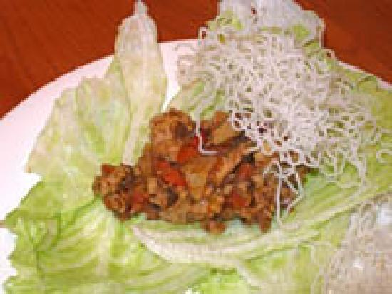 McKenzie Orchards Bed and Breakfast Inn: Lettuce wraps (cooking class)