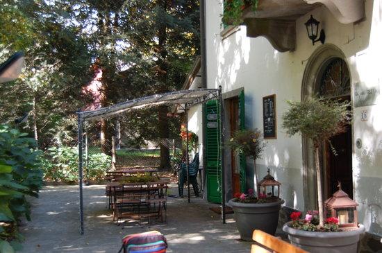 Montepiano, Italy: esterno ingresso