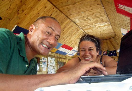 Taufua Beach Fales: Your hosts - Mepa and Steve
