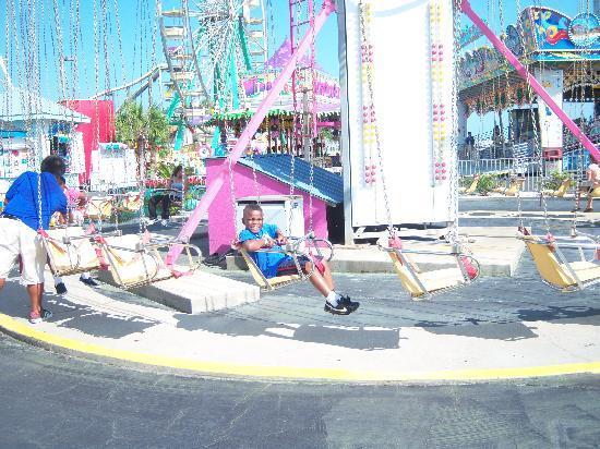 Family Kingdom Amusement Park: swings