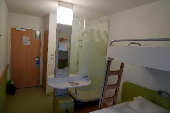 Noyon, France: Chambre triple vue générale