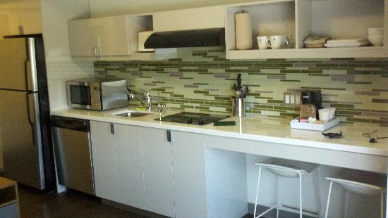 Element Lexington: Kitchenette