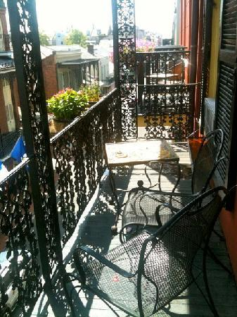 The balcony picture of olivier house hotel new orleans for The balcony hotel