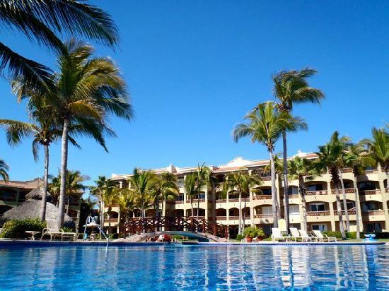 Estrella Del Mar Resort Mazatlan: Hotel and the Pool