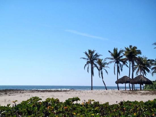 Estrella Del Mar Resort Mazatlan: Deserted Beach