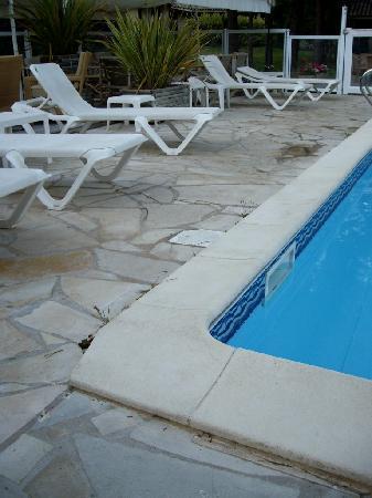 A Trama : abord piscine