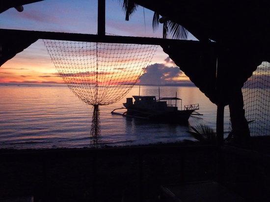 Pintuyan, Filipina: Sonnenuntergang vor unserem Bungalow