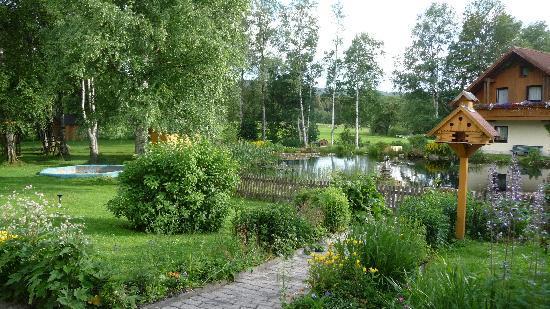 Landgasthaus Birkenhof: Haus 2 mit Teich