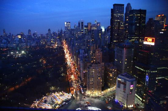 Mandarin Oriental, New York: Night view from the room