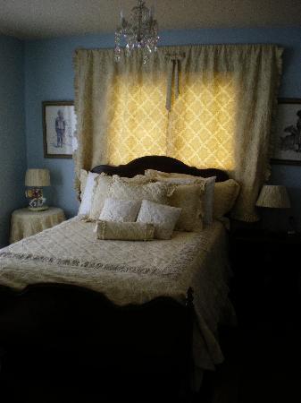 The Vintage Inn: Blue Room