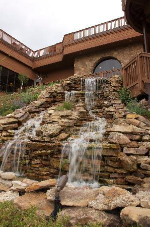 Cheyenne Mountain Resort Colorado Springs, A Dolce Resort: waterfall from main lodge