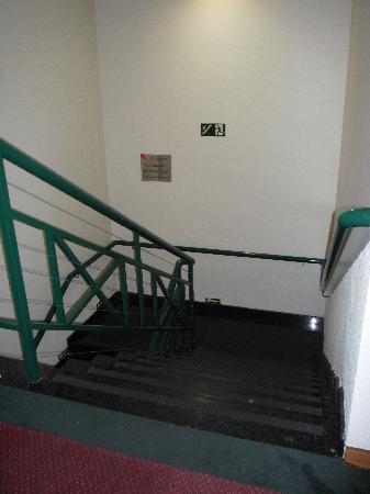 Intercity Jundiai : escaleras por las que uno arrastra su maleta