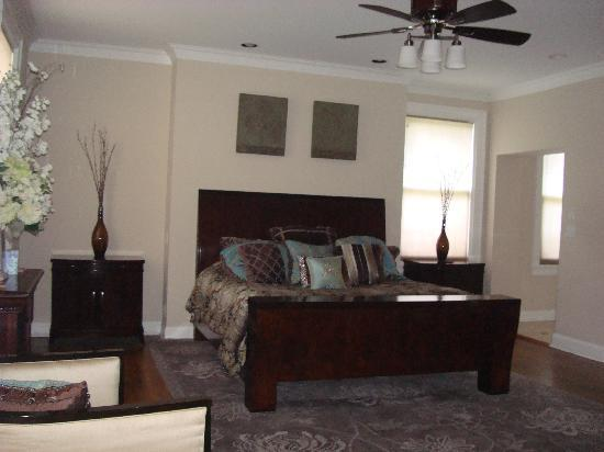 The Mansion at Maple Heights: Executive Suite Bedroom Area