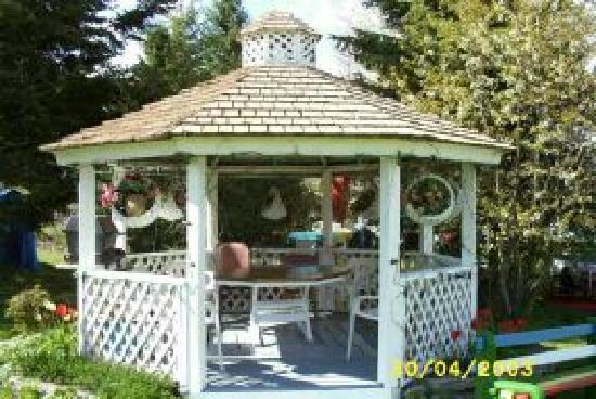 Flamingo Motel: Our Gazebo