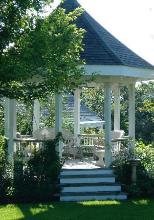 Abbey's High Street Bed and Breakfast: the gazebo