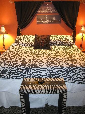 #1 Island Hideaway: Bedroom