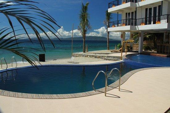 Sunset at Aninuan Beach Resort : Infinity Pool