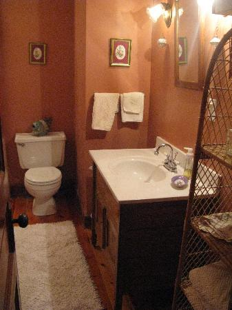 Cedar Creek Bed and Breakfast: Private bath