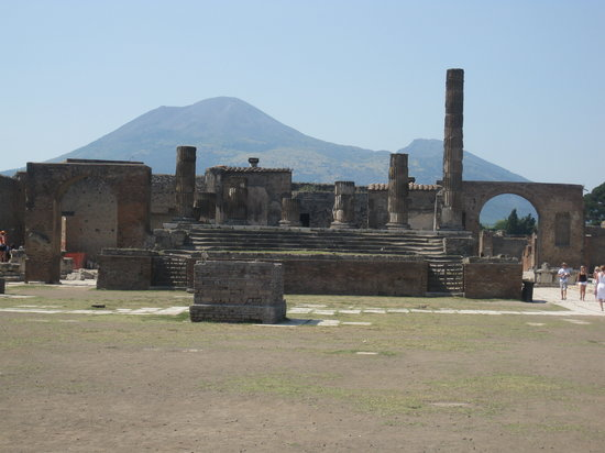 Limousine Service in Rome: Pompeii with Vesuvius in background