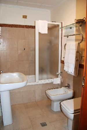 bathroom hotel villa grazioli