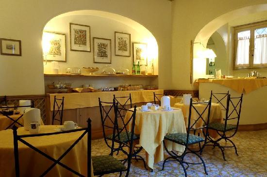 breakfast room hotel villa grazioli