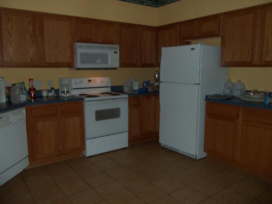 Falls Village Resort : Kitchen in 1 bedroom apartment