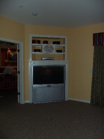 Falls Village Resort : TV in 1 bedroom apartment