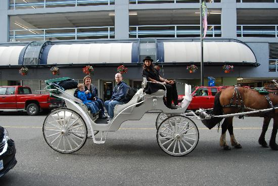 Magnolia Hotel And Spa: To your door service from Victoria Carriage Tours