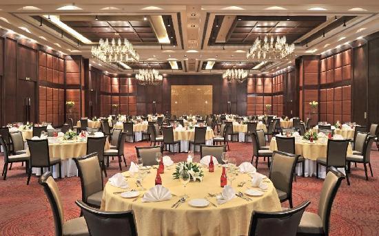 Jaipur Marriott Hotel: ball room round table