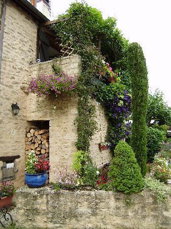 Dijon, Francja: Chateau-Neuf-en-Auxois
