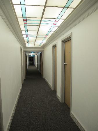 Hotel Victor: Hallway of hotel