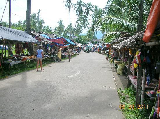 Malatapay Market: street market leading to jump-off point to Apo Island