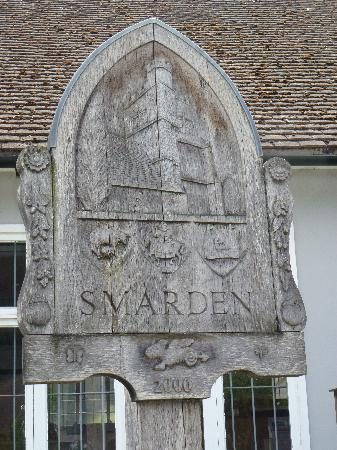 The Chequers Inn: Smarden town Sign