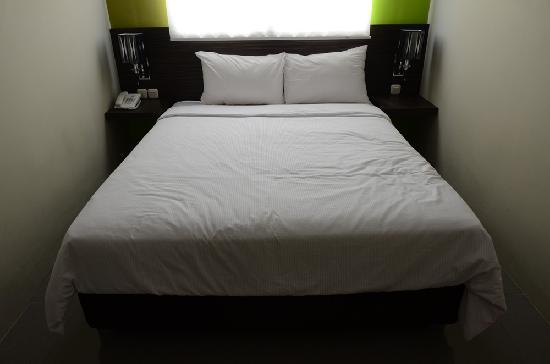 Pose In Hotel: Room in Pose In