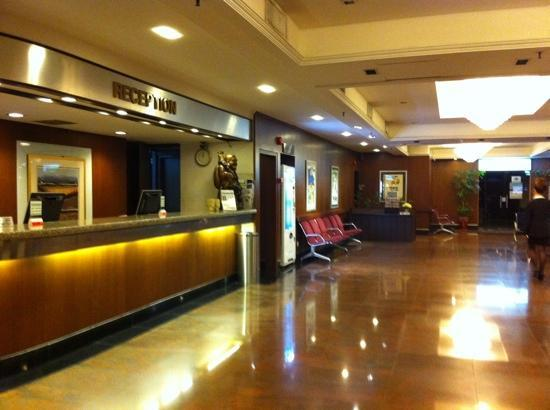 Hotel Grand Central: hotel lobby..