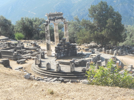 Delphi, Grækenland: Marmaria: hill view of the Tholos