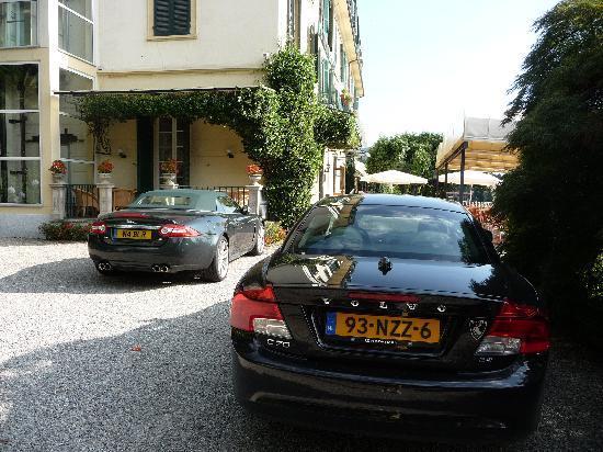 Hotel Villa Paradiso: Parkeerplaats