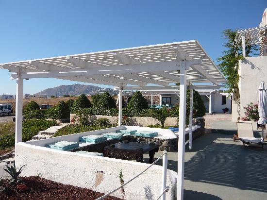 Thea Studios: terrasse côté piscine