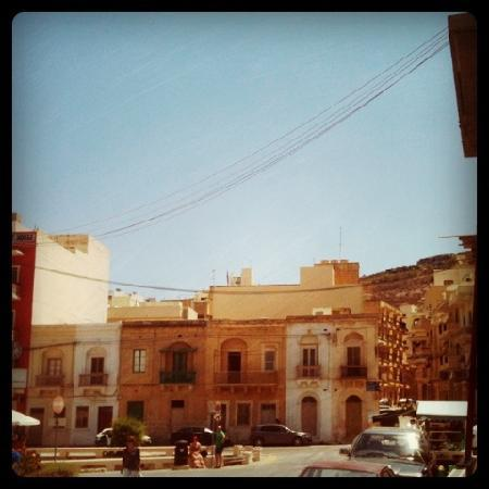 Santa Martha Hostel : Platz im Zentrum von Marsalforn