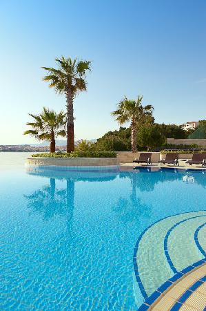 Le Meridien Lav Split: Inifnity pool with views of Split