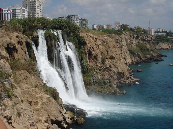 Queen's Park Le Jardin Resort : Impressionnante chute d'eau d'Antalya