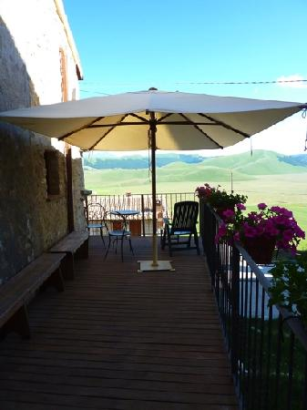 Taverna Castelluccio: cascina delle fate:terrazza