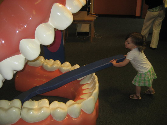 Children's Museum: Brushing teeth