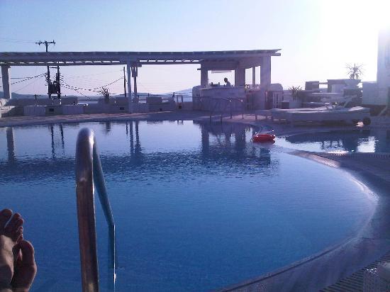 En Lefko Prive Suites: The pool...