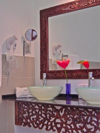Next Paradise Boutique Resort: bathroom