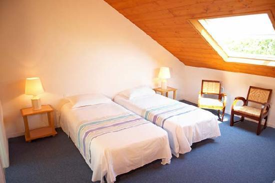 Chambre quadruple 1er tage picture of hotel kerloc 39 h for Chambre quadruple