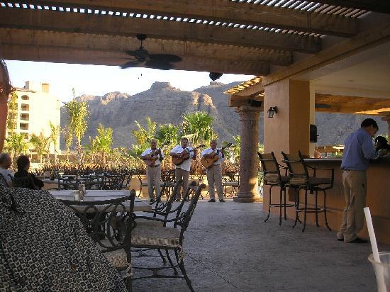 Villa del Palmar Beach Resort & Spa at The Islands of Loreto: Enjoying drinks at Casa Mia