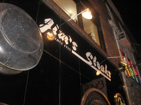 Jim's Steaks South St.: Outside